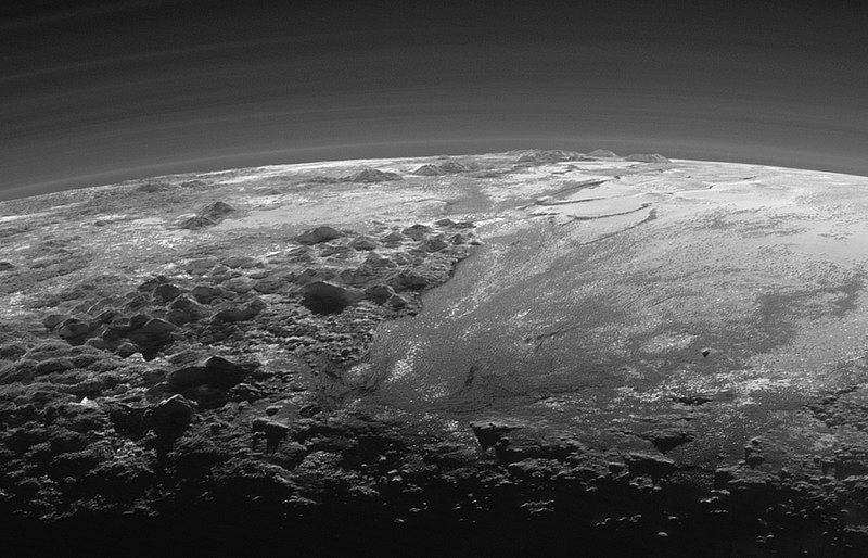 800px-PIA19947-NH-Pluto-Norgay-Hillary-Mountains-20150714.jpg