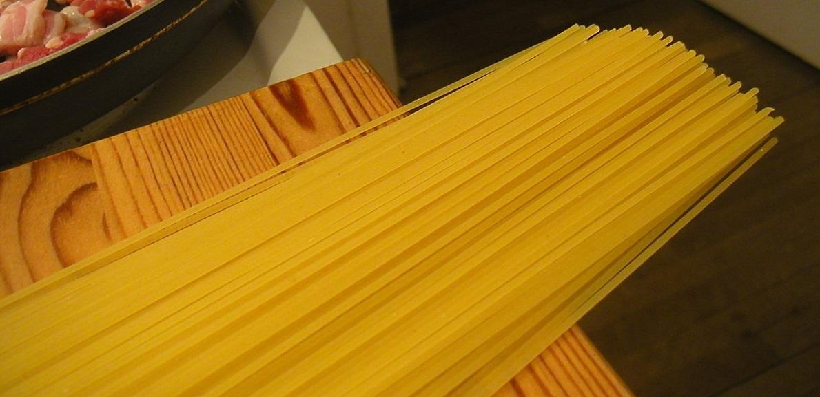 1200px-Flickr_-_cyclonebill_-_Bacon_og_spaghetti.jpg