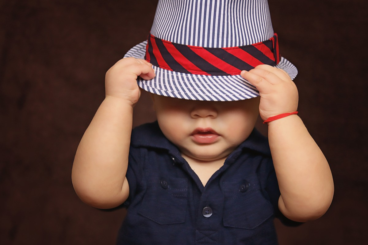 baby_hat_covered_eyes_photos_child-622312.jpg%21d