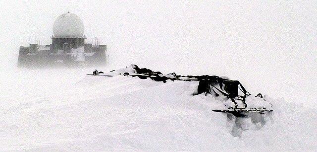 DEW_radar_site_in_Greenland_%28cropped%29.JPG