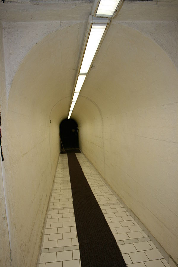 hallway%20%281%29.jpg